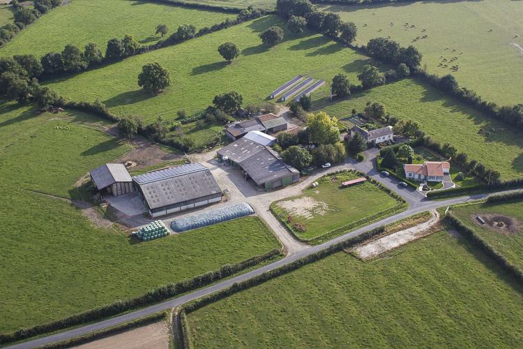 Photographie aérienne d'une exploitation agricole