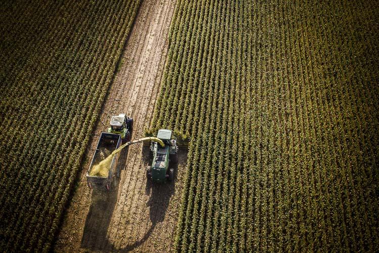 Peexio - Photographie aérienne et au sol de matériel agricole (machinisme)